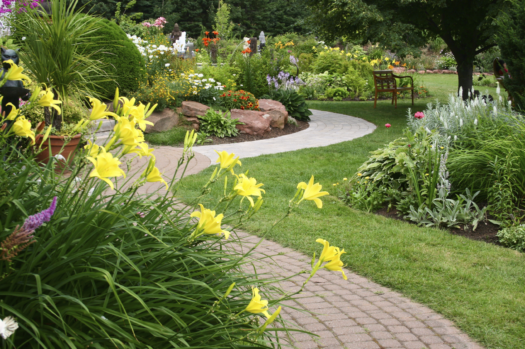 Tips on finding a leading landscaping company